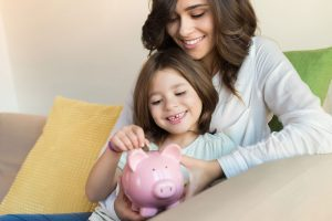 family-with-piggy-bank-web